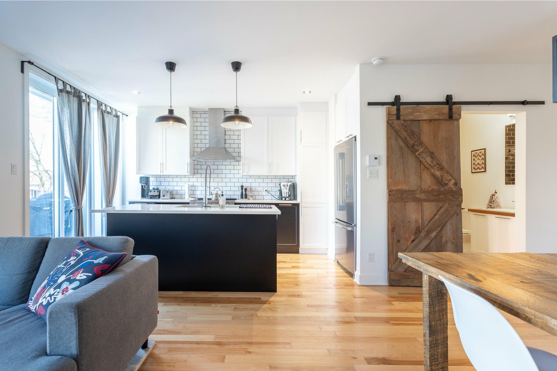 image 2 - Appartement À vendre Villeray/Saint-Michel/Parc-Extension Montréal  - 5 pièces