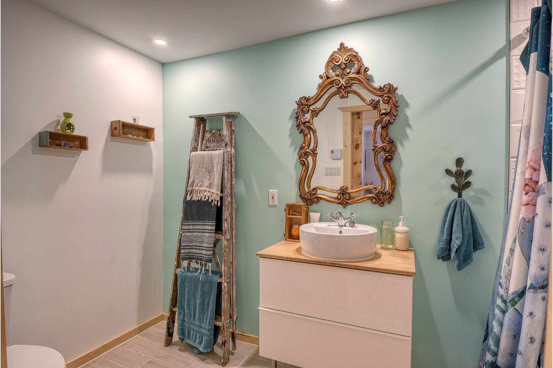image 15 - Appartement À vendre LaSalle Montréal  - 6 pièces