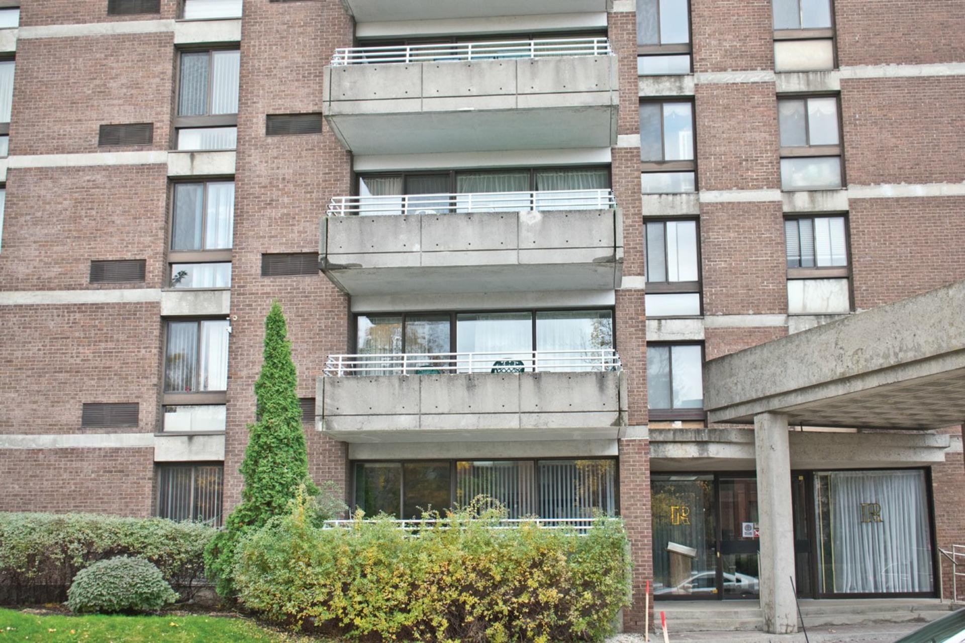 image 0 - Appartement À vendre Côte-Saint-Luc - 7 pièces