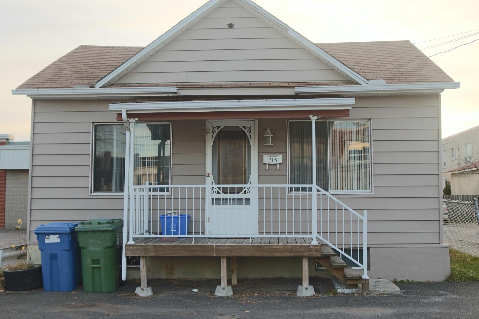 image 0 - House For sale Trois-Rivières - 8 rooms