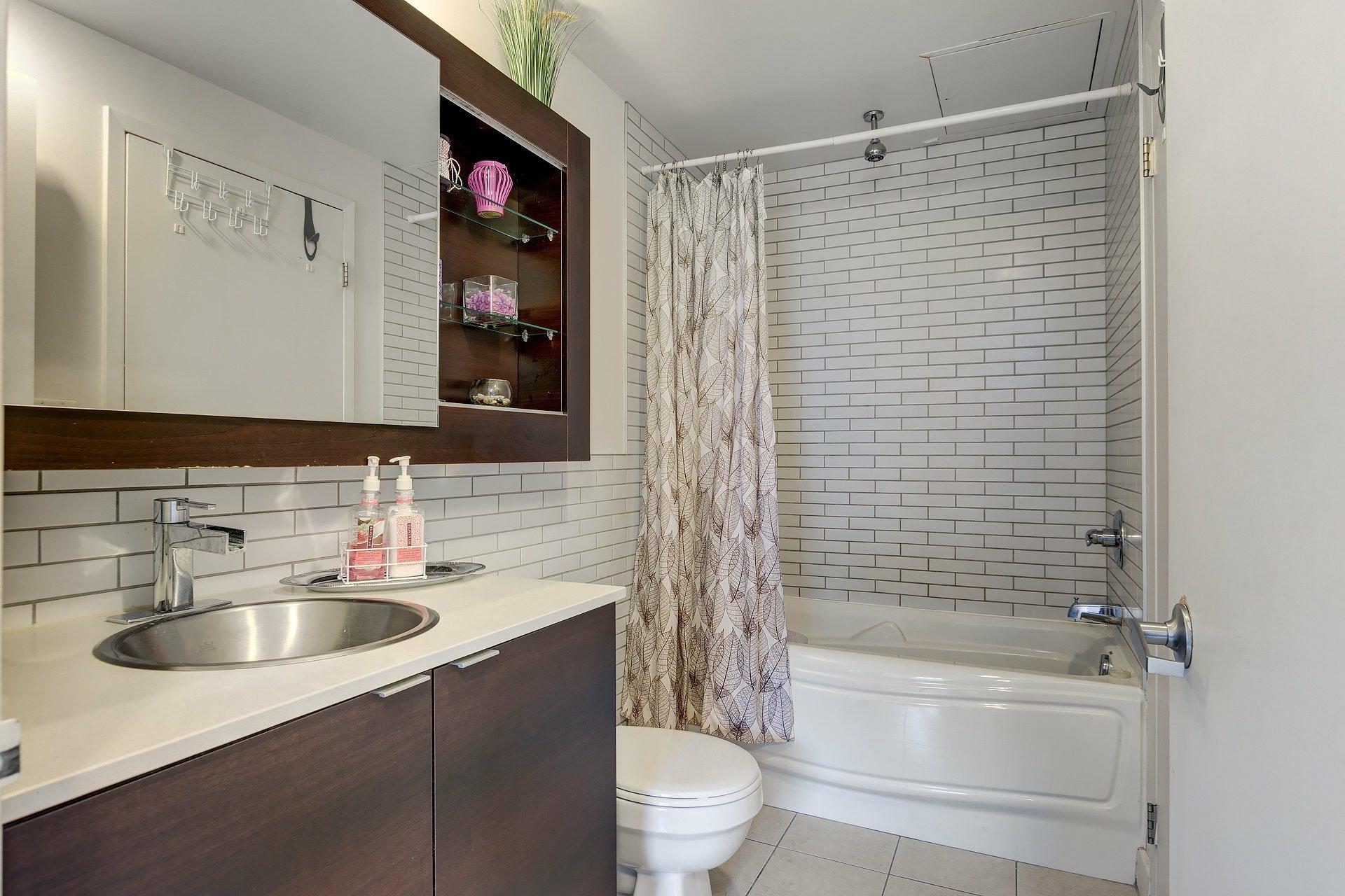 image 15 - Apartment For rent Ville-Marie Montréal  - 3 rooms