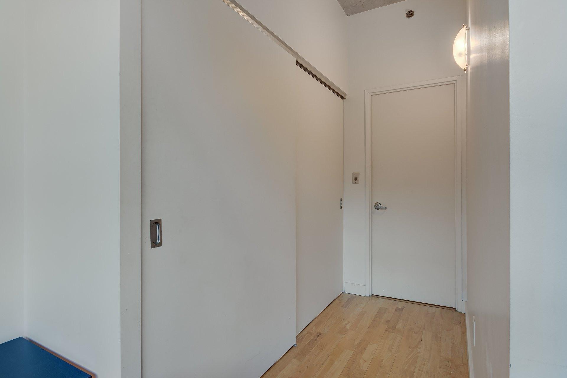 image 16 - Apartment For rent Ville-Marie Montréal  - 3 rooms