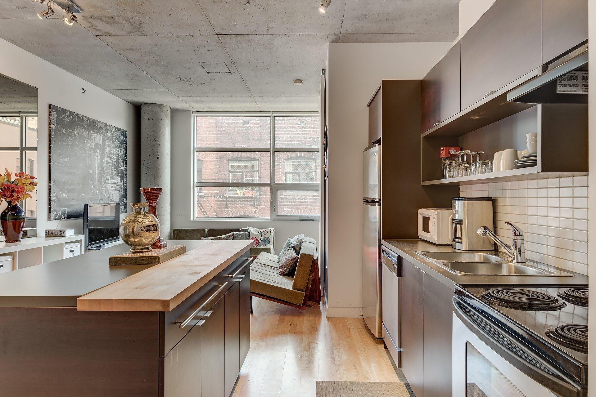 image 5 - Apartment For rent Ville-Marie Montréal  - 3 rooms