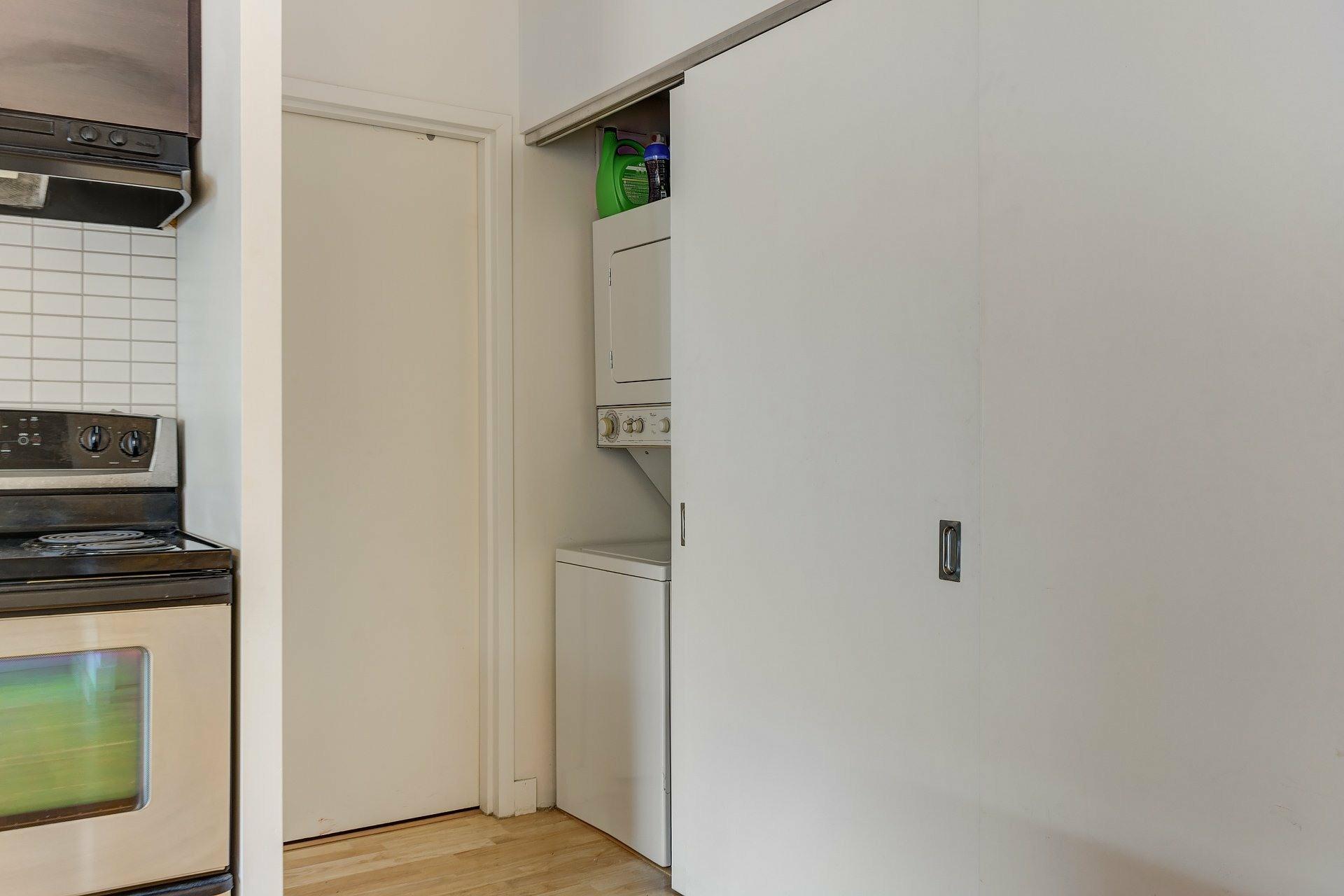 image 18 - Apartment For rent Ville-Marie Montréal  - 3 rooms