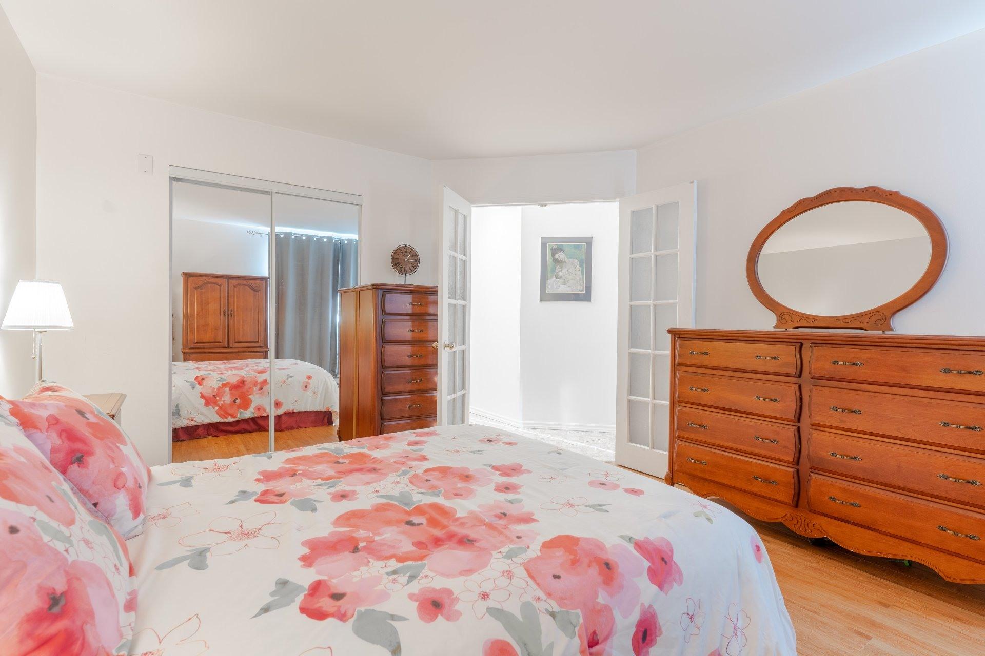 image 13 - Appartement À vendre Saint-Léonard Montréal  - 6 pièces