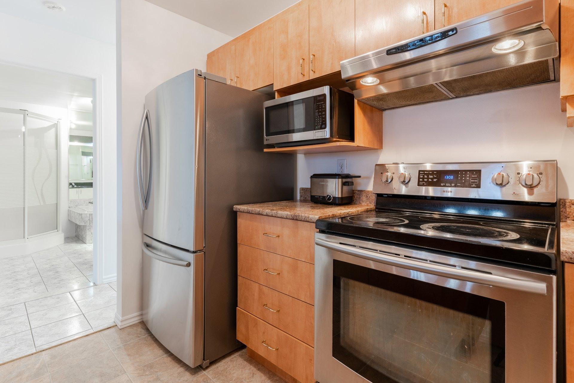 image 6 - Appartement À vendre Saint-Léonard Montréal  - 6 pièces