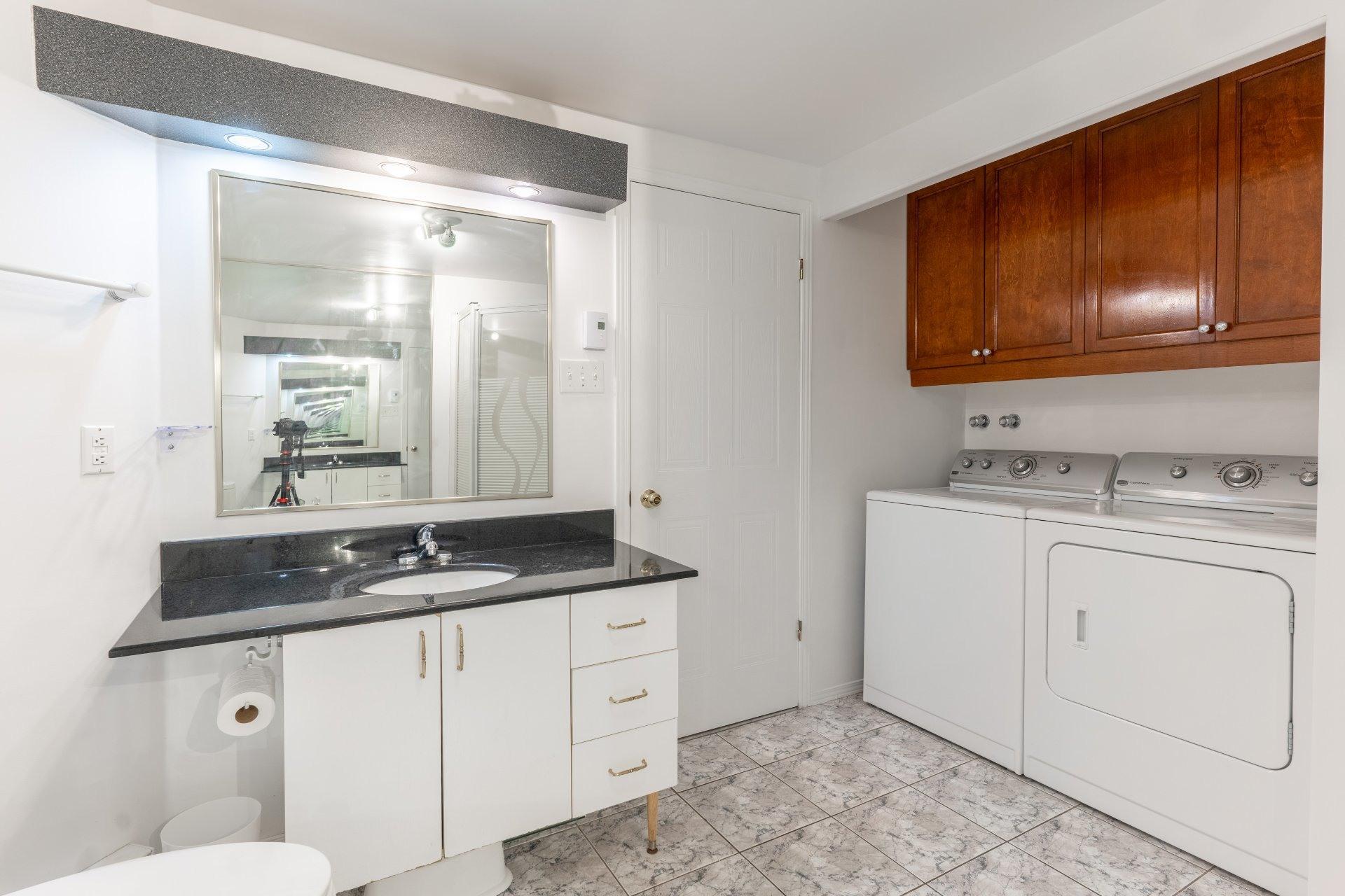 image 8 - Appartement À vendre Saint-Léonard Montréal  - 6 pièces