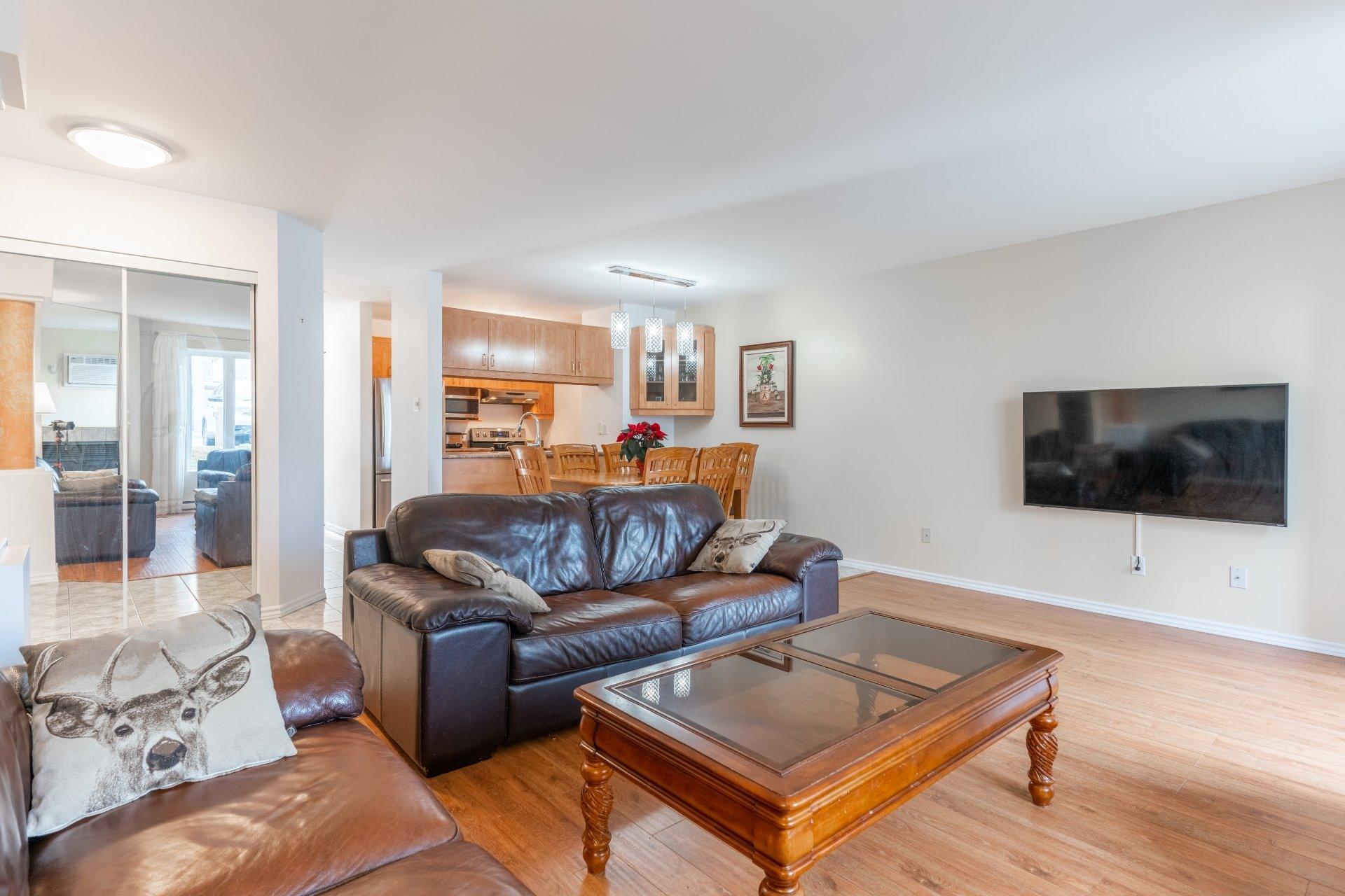 image 3 - Appartement À vendre Saint-Léonard Montréal  - 6 pièces