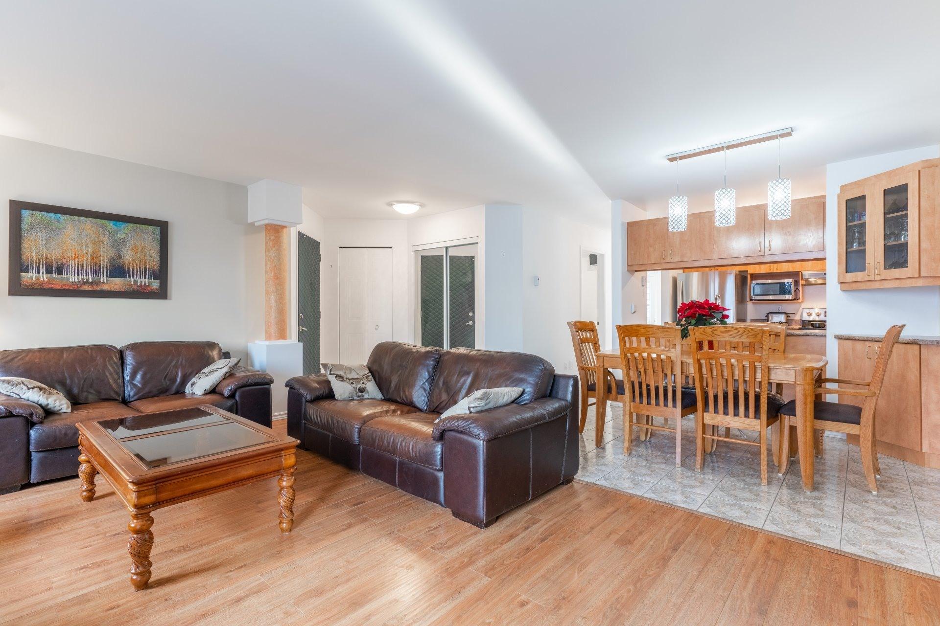image 0 - Appartement À vendre Saint-Léonard Montréal  - 6 pièces