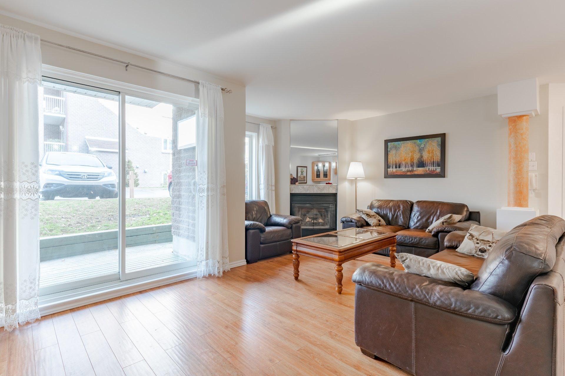 image 2 - Appartement À vendre Saint-Léonard Montréal  - 6 pièces
