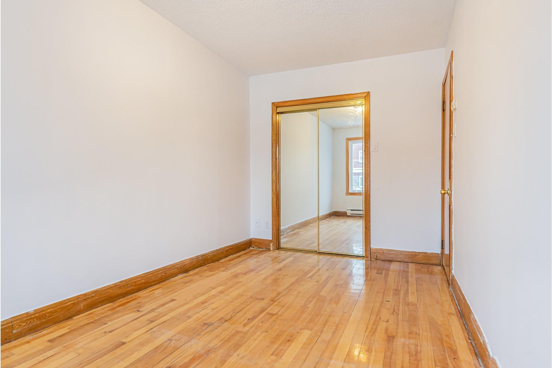 image 10 - Triplex For sale Villeray/Saint-Michel/Parc-Extension Montréal  - 6 rooms