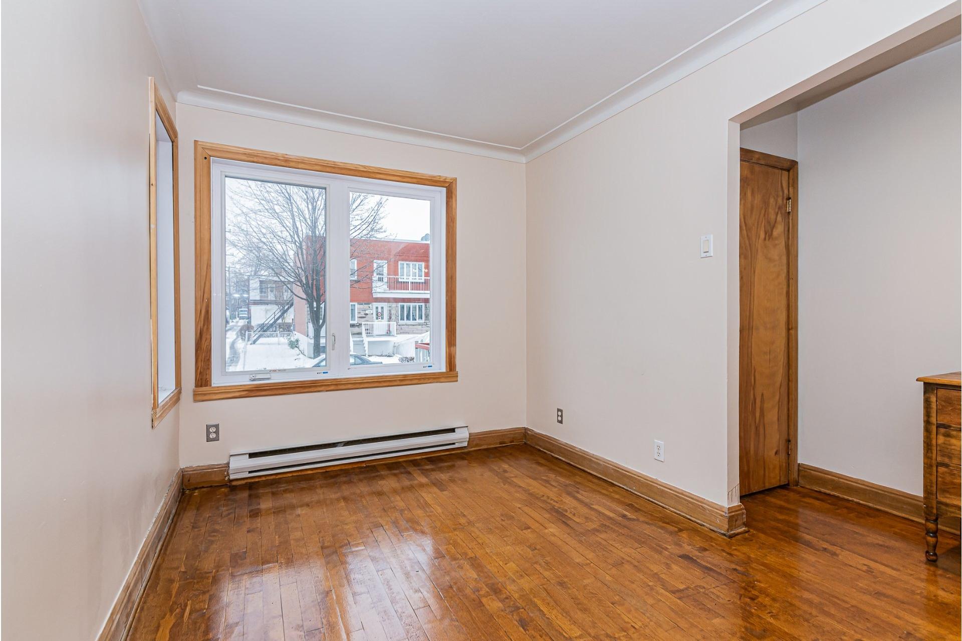 image 3 - Triplex For sale Villeray/Saint-Michel/Parc-Extension Montréal  - 6 rooms