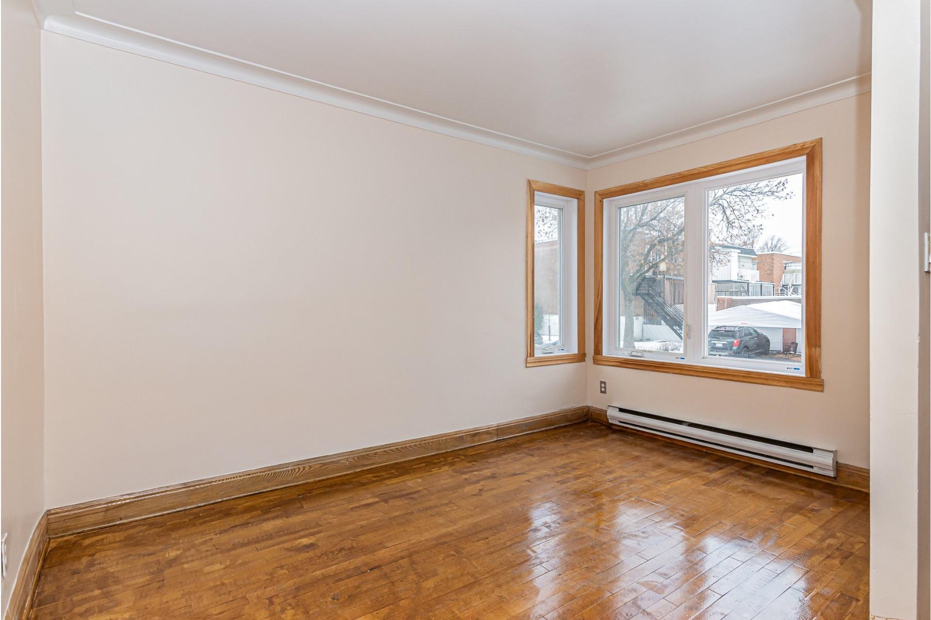 image 4 - Triplex For sale Villeray/Saint-Michel/Parc-Extension Montréal  - 6 rooms