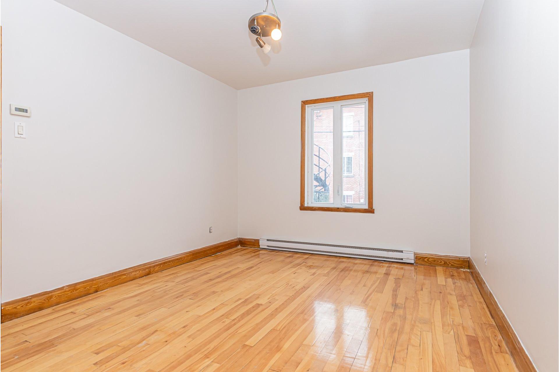 image 13 - Triplex For sale Villeray/Saint-Michel/Parc-Extension Montréal  - 6 rooms
