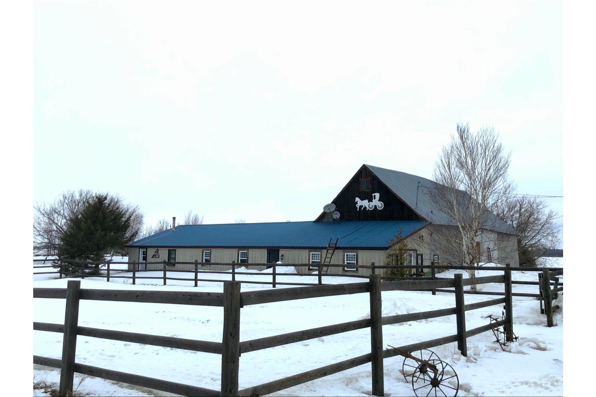 image 0 - Farmhouse For sale Notre-Dame-du-Bon-Conseil - Paroisse - 5 rooms