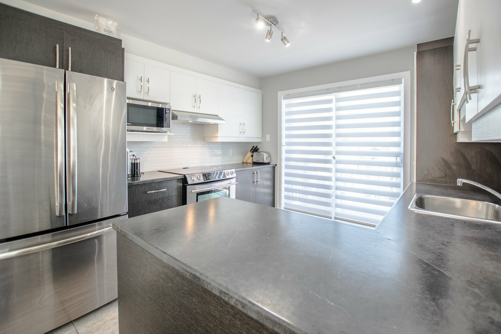 image 4 - House For sale Beauharnois - 8 rooms