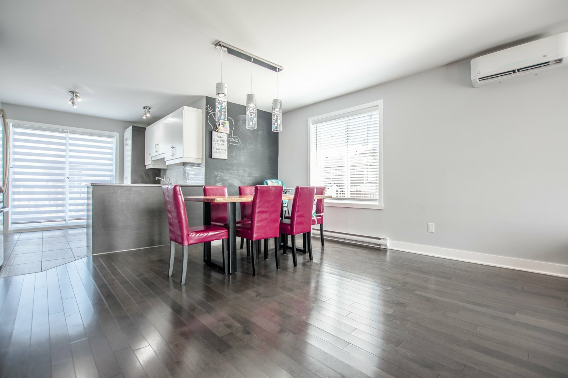 image 2 - House For sale Beauharnois - 8 rooms