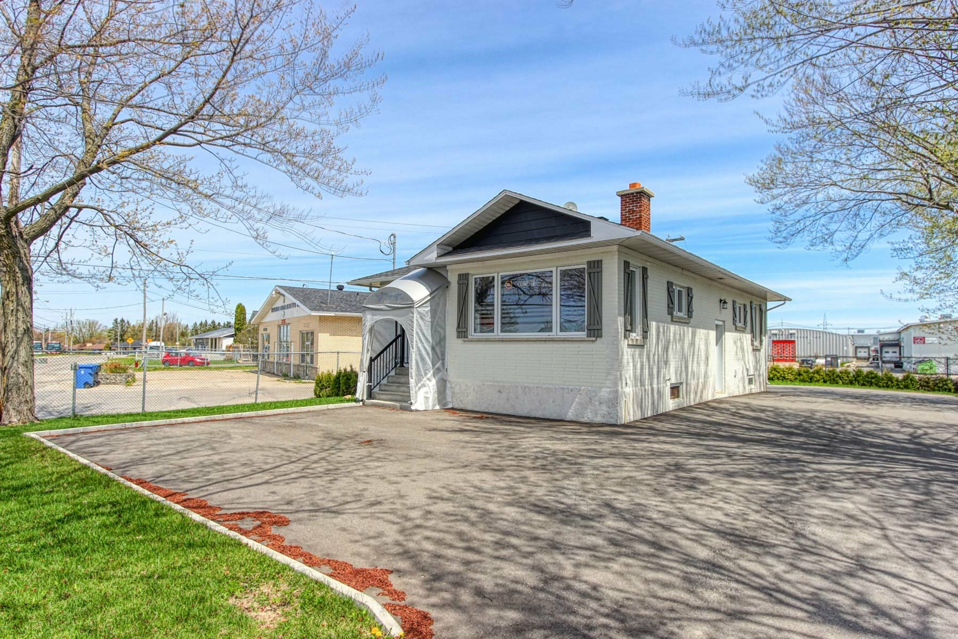 image 2 - House For sale Bécancour - 8 rooms