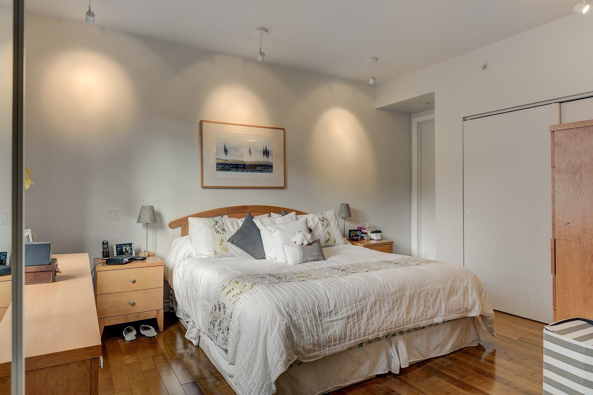 image 15 - Appartement À louer Côte-des-Neiges/Notre-Dame-de-Grâce Montréal  - 5 pièces
