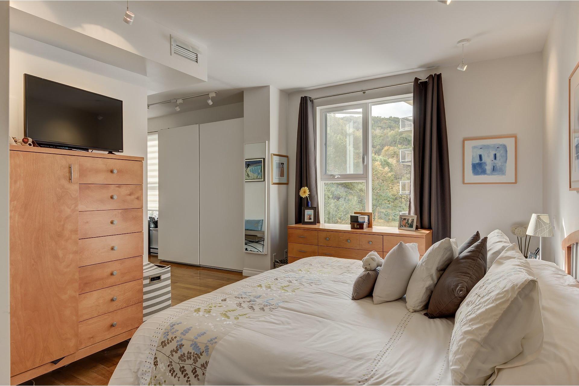 image 16 - Apartment For rent Côte-des-Neiges/Notre-Dame-de-Grâce Montréal  - 5 rooms