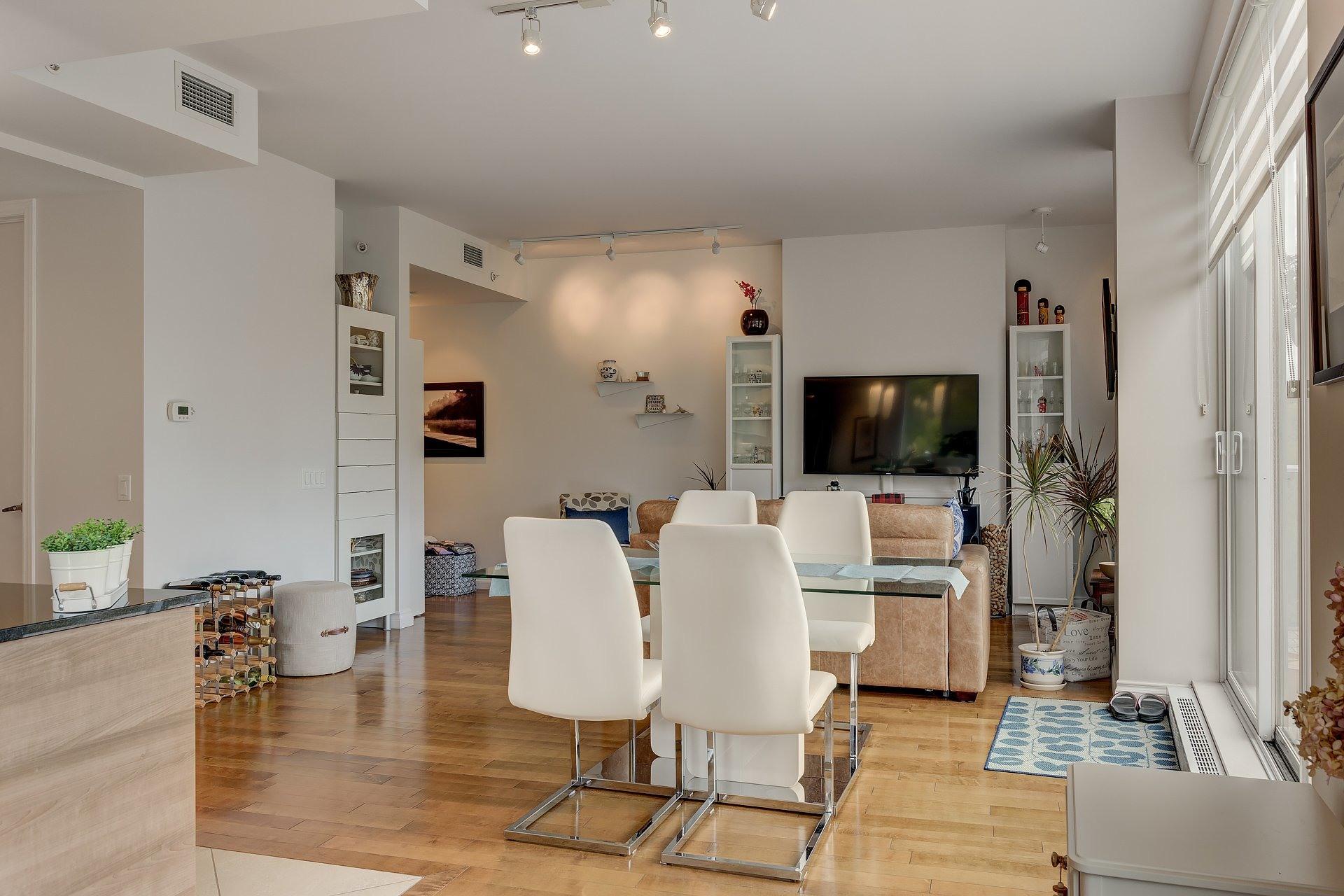 image 4 - Apartment For rent Côte-des-Neiges/Notre-Dame-de-Grâce Montréal  - 5 rooms
