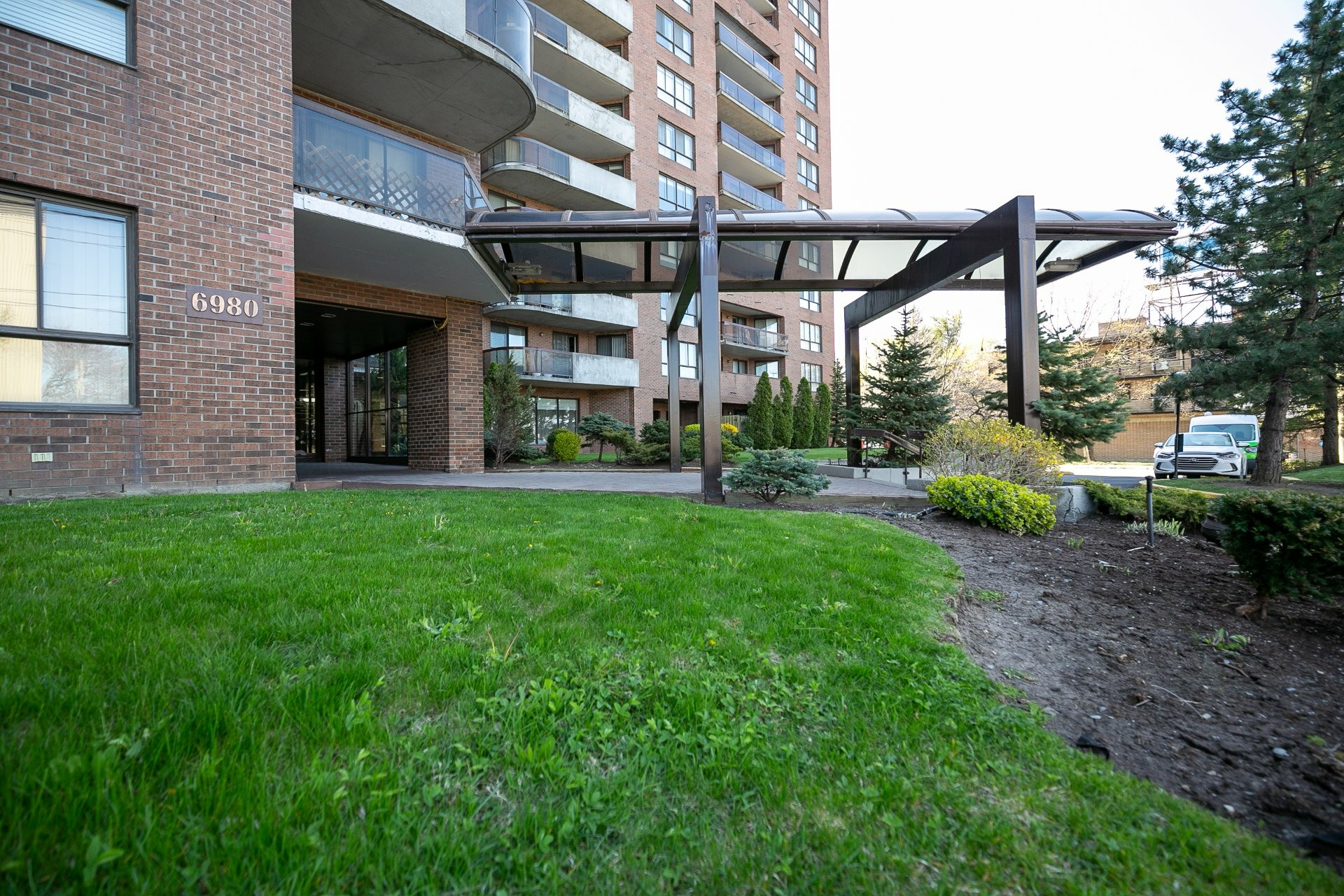image 1 - Apartment For sale Côte-des-Neiges/Notre-Dame-de-Grâce Montréal  - 10 rooms