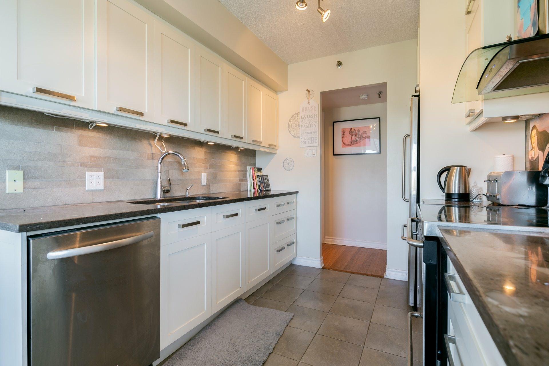 image 12 - Apartment For sale Côte-des-Neiges/Notre-Dame-de-Grâce Montréal  - 10 rooms