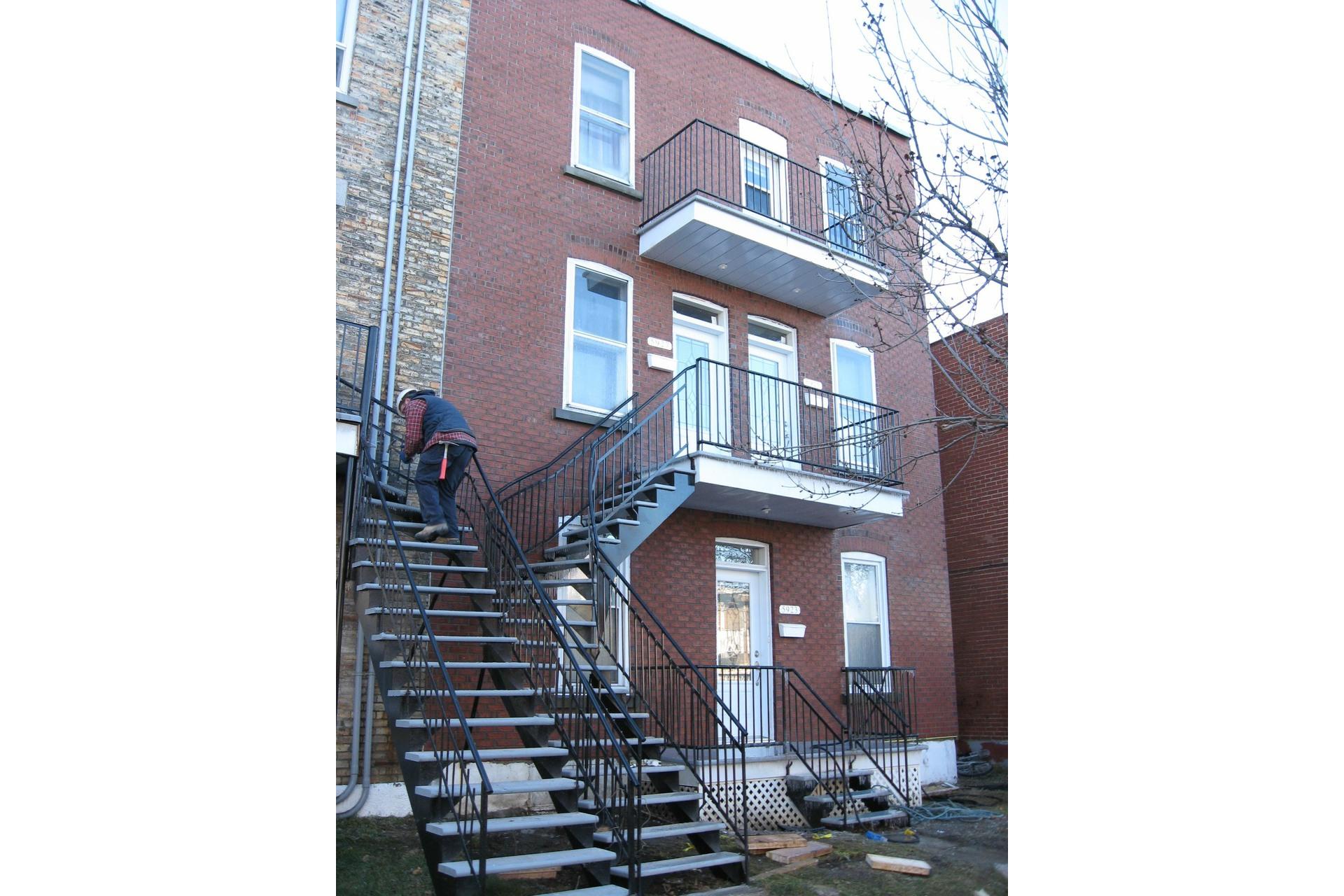 image 0 - Triplex For sale Le Sud-Ouest Montréal  - 5 rooms