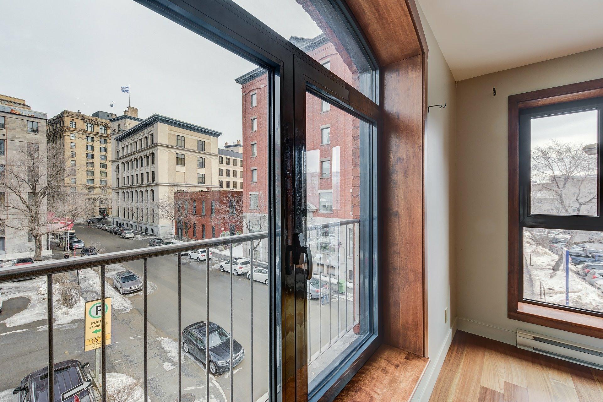 image 4 - Appartement À louer Ville-Marie Montréal  - 3 pièces