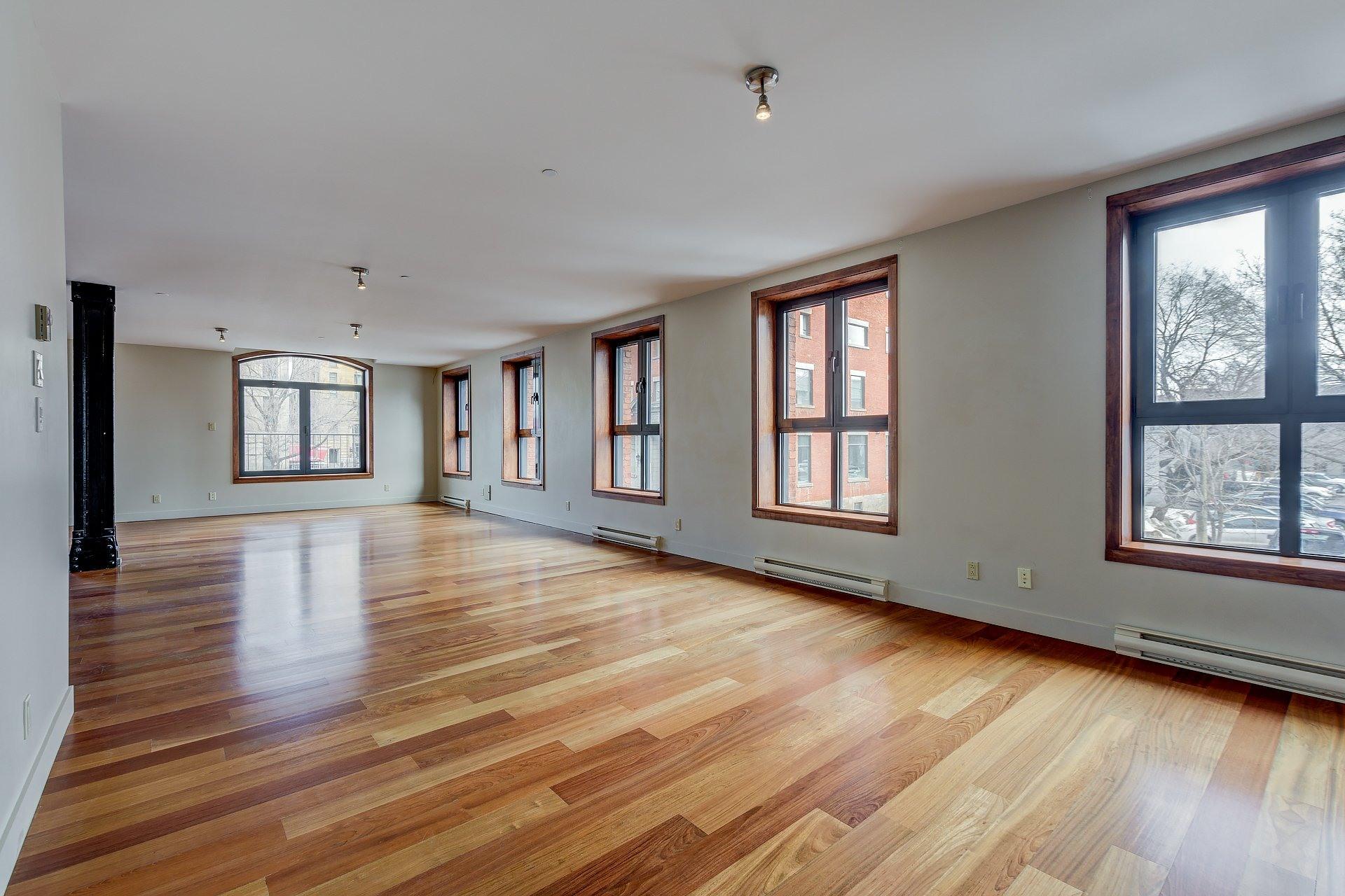 image 10 - Appartement À louer Ville-Marie Montréal  - 3 pièces