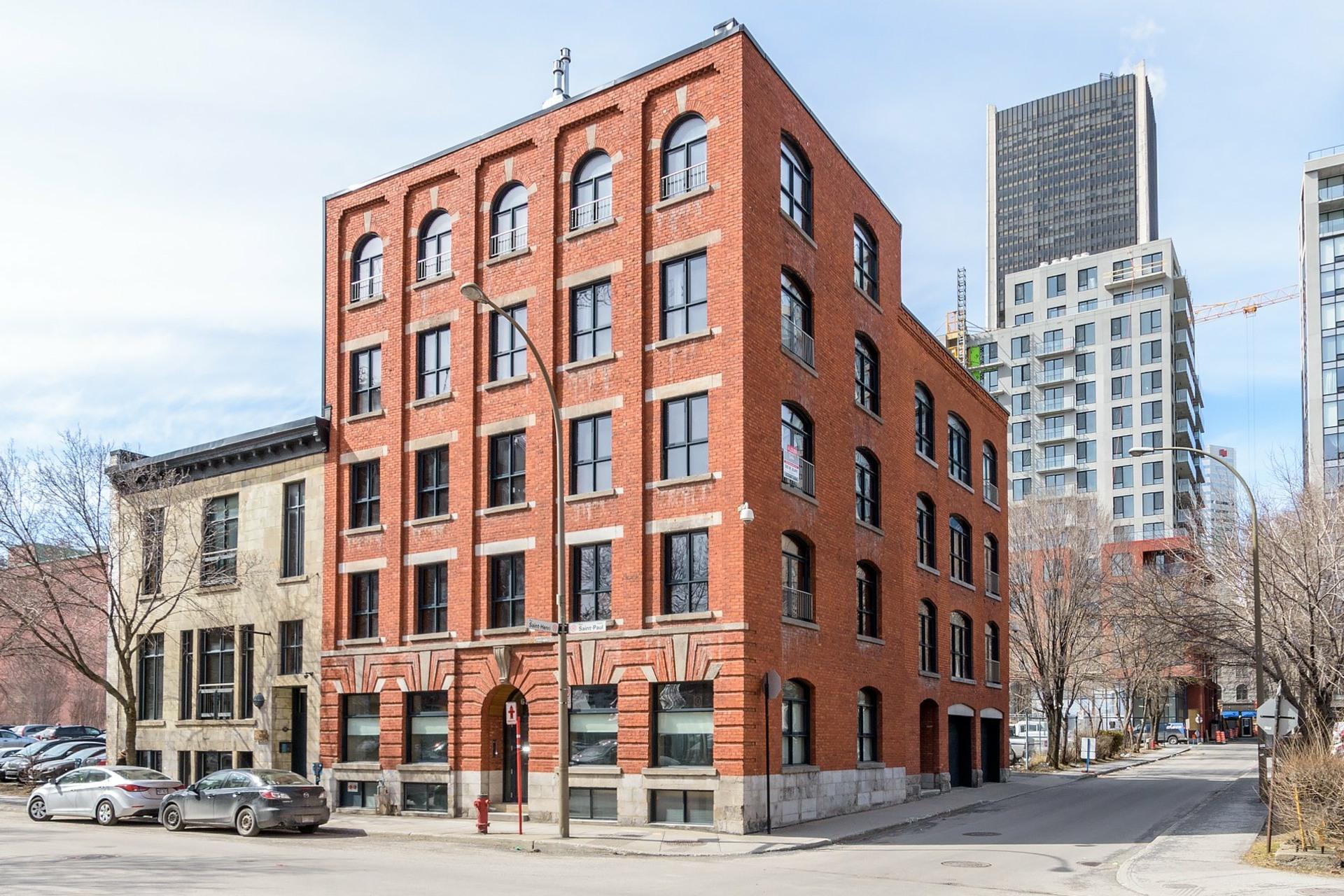 image 0 - Appartement À louer Ville-Marie Montréal  - 3 pièces