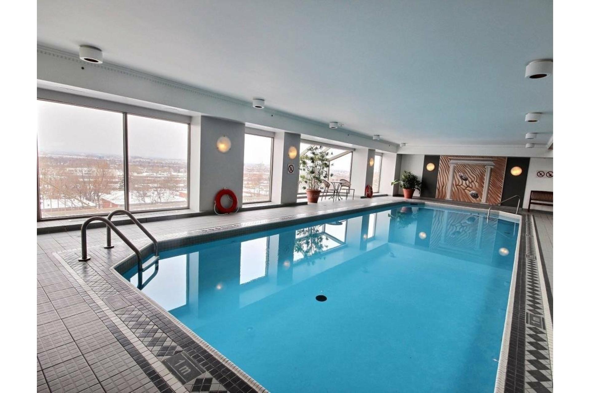 image 39 - Apartment For rent Côte-des-Neiges/Notre-Dame-de-Grâce Montréal  - 5 rooms