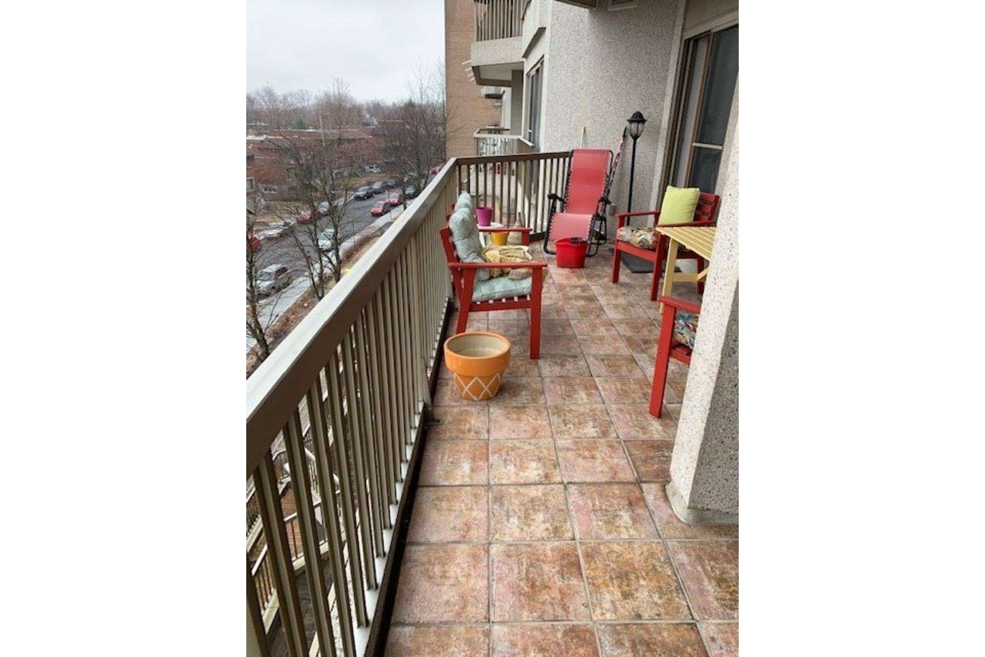 image 36 - Apartment For rent Côte-des-Neiges/Notre-Dame-de-Grâce Montréal  - 5 rooms