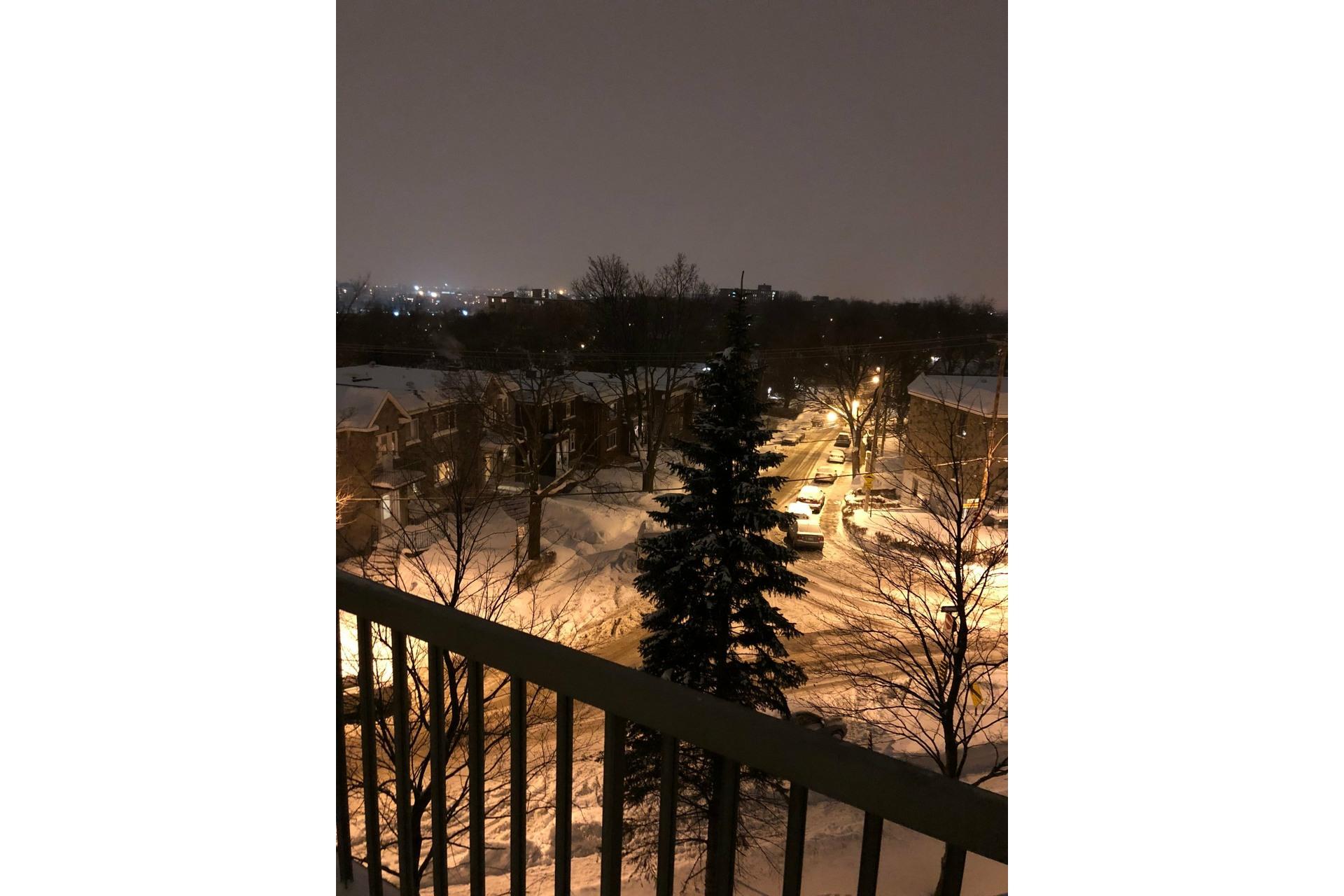 image 37 - Apartment For rent Côte-des-Neiges/Notre-Dame-de-Grâce Montréal  - 5 rooms
