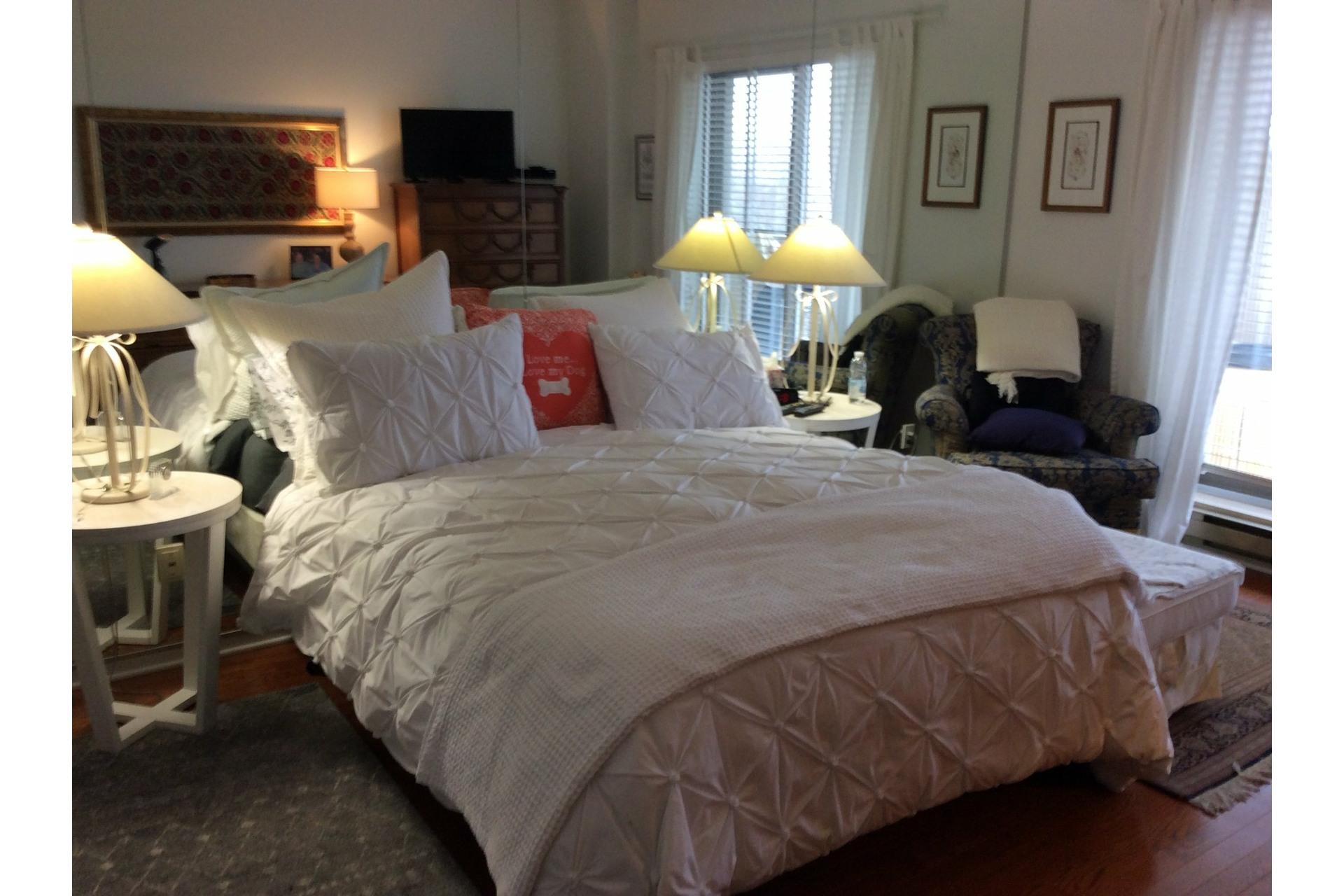 image 28 - Apartment For rent Côte-des-Neiges/Notre-Dame-de-Grâce Montréal  - 5 rooms