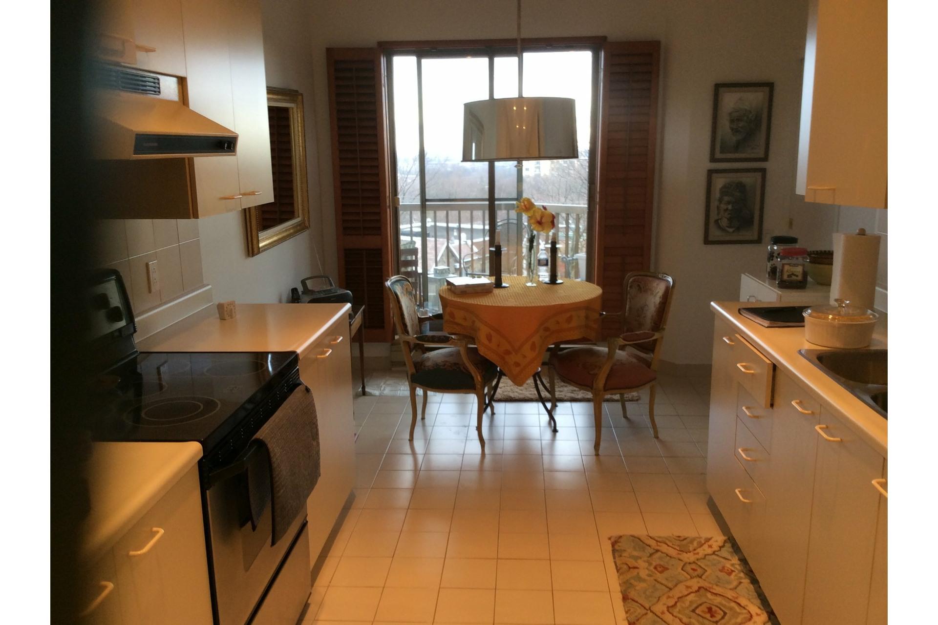image 15 - Apartment For rent Côte-des-Neiges/Notre-Dame-de-Grâce Montréal  - 5 rooms