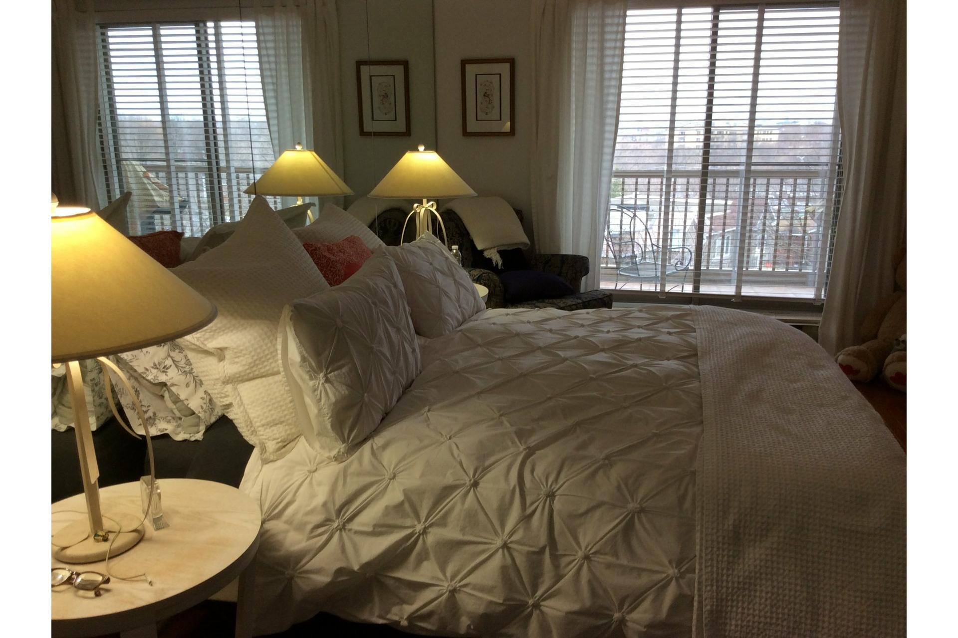 image 27 - Apartment For rent Côte-des-Neiges/Notre-Dame-de-Grâce Montréal  - 5 rooms