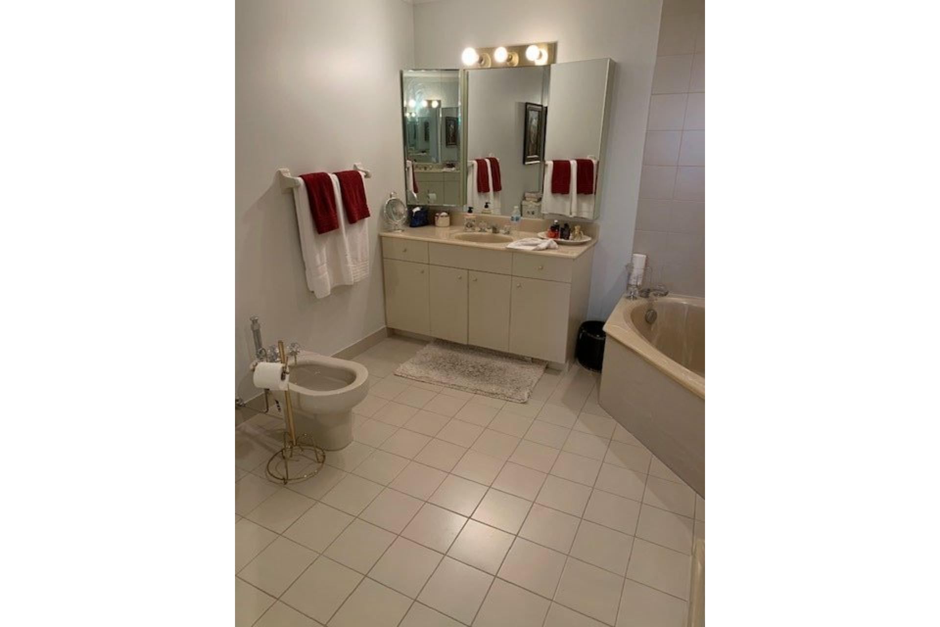image 30 - Apartment For rent Côte-des-Neiges/Notre-Dame-de-Grâce Montréal  - 5 rooms