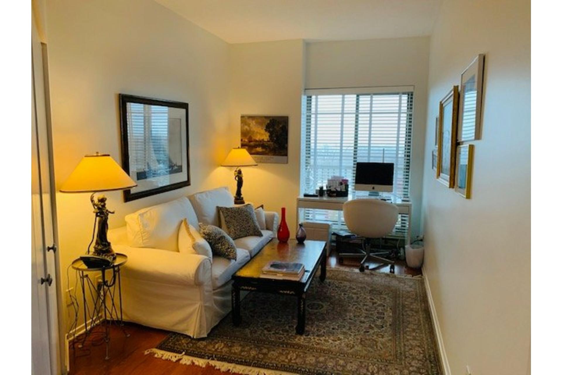 image 23 - Apartment For rent Côte-des-Neiges/Notre-Dame-de-Grâce Montréal  - 5 rooms