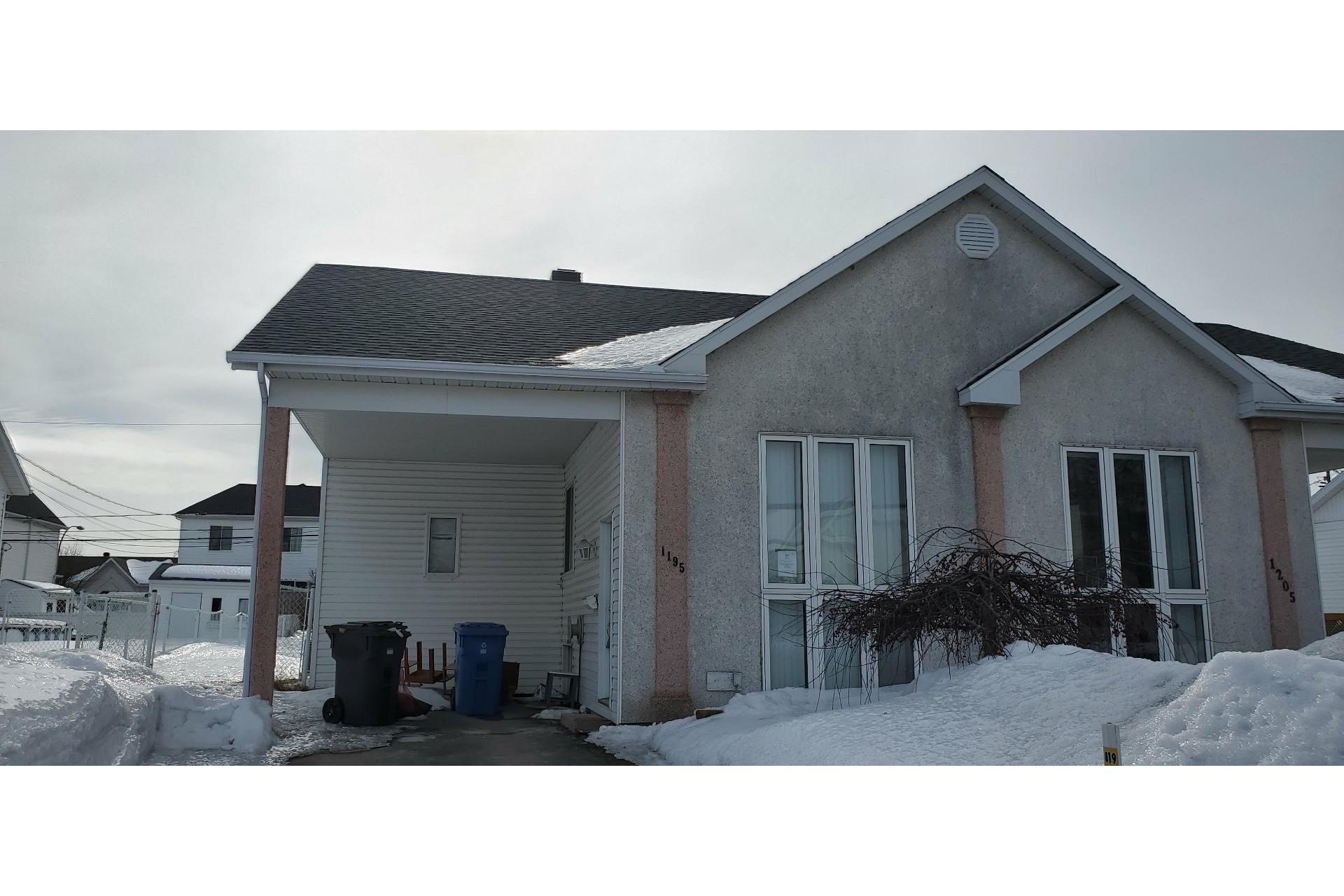image 0 - House For sale Trois-Rivières - 7 rooms