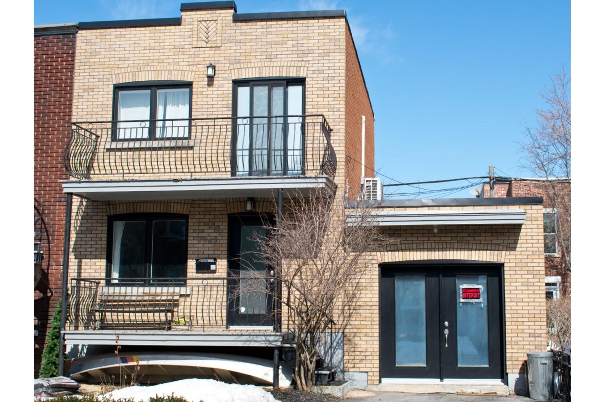 image 0 - Maison À vendre Villeray/Saint-Michel/Parc-Extension Montréal  - 9 pièces
