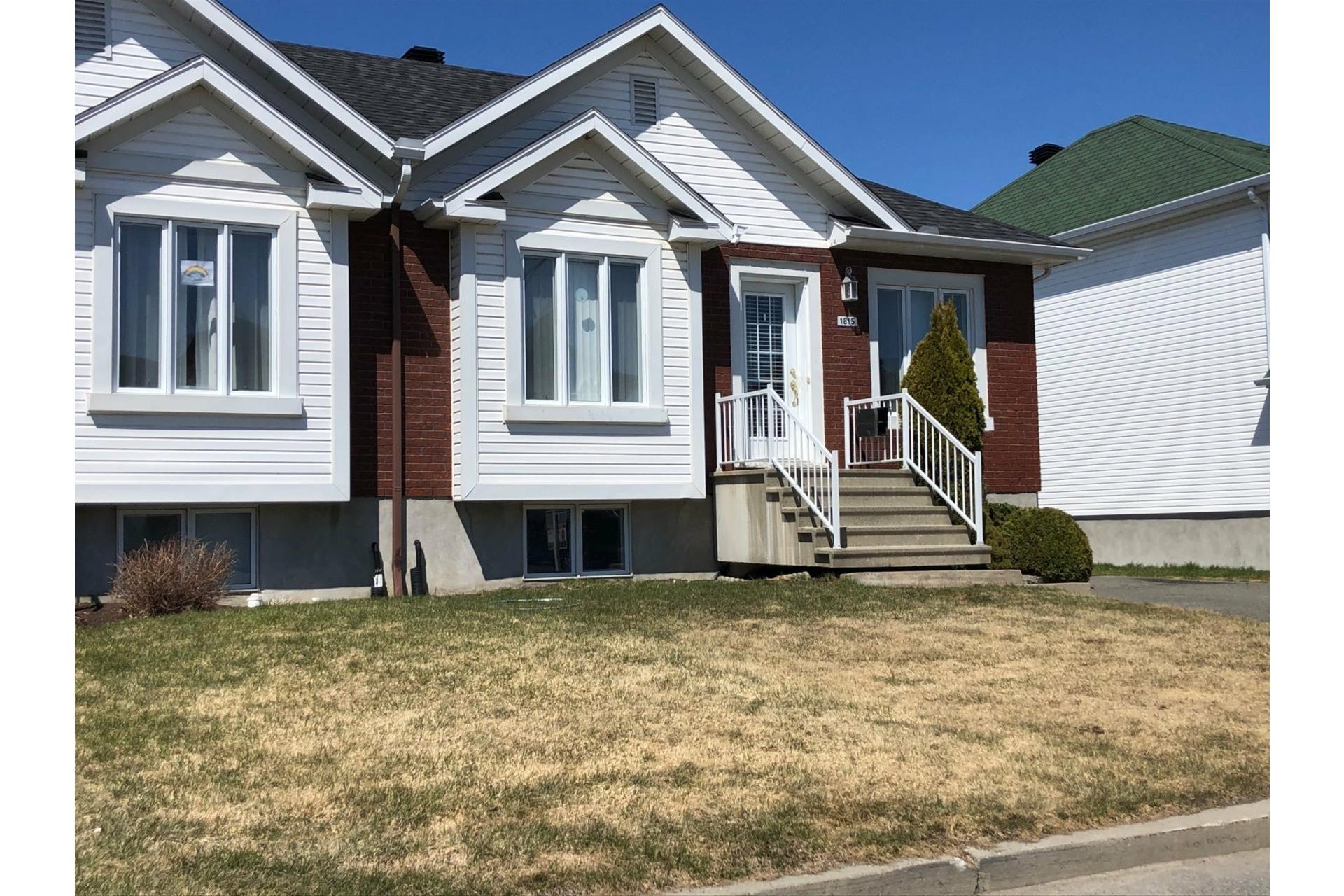 image 0 - House For sale Trois-Rivières - 10 rooms