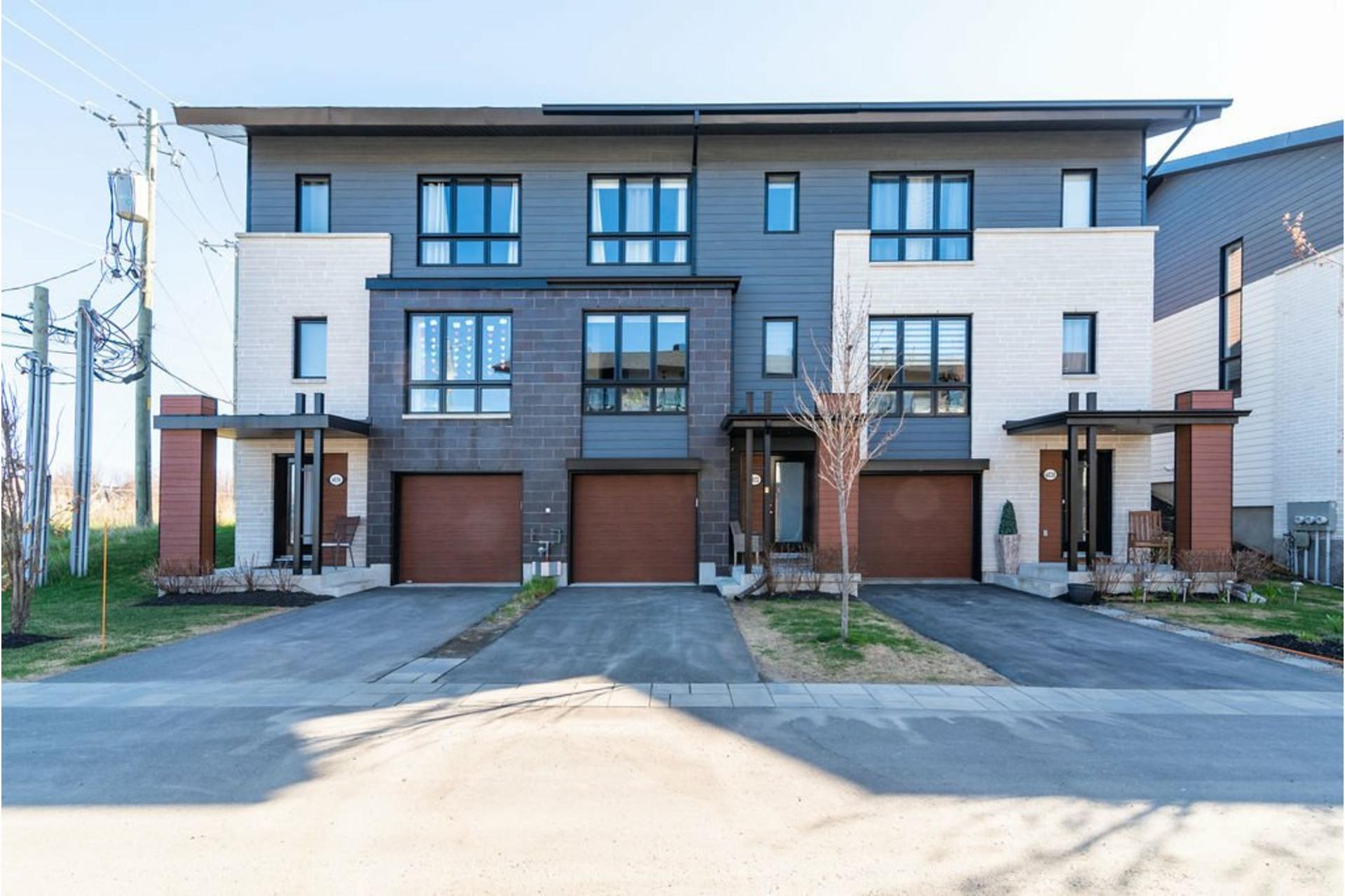 image 2 - House For sale Lachenaie Terrebonne  - 10 rooms