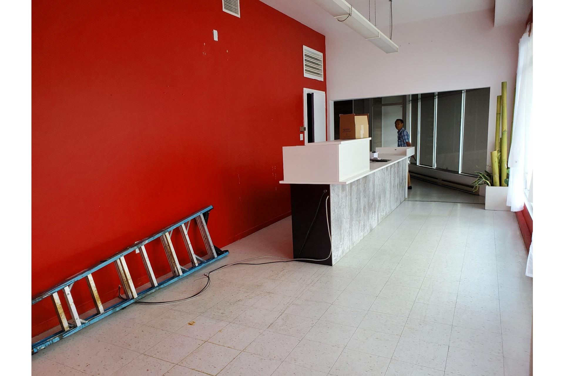 image 1 - Office For rent Sainte-Adèle