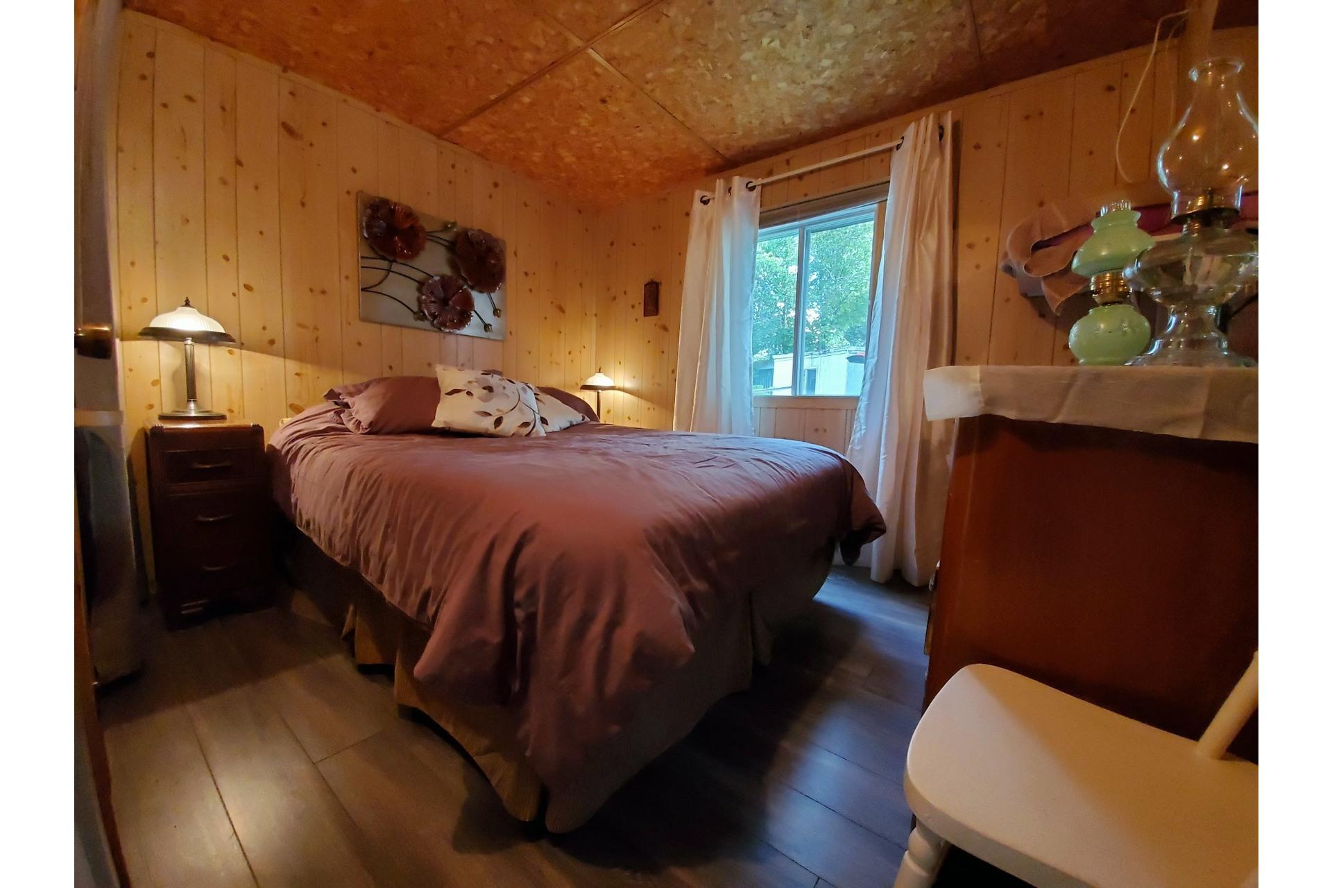 image 15 - House For sale Saint-Tite - 4 rooms