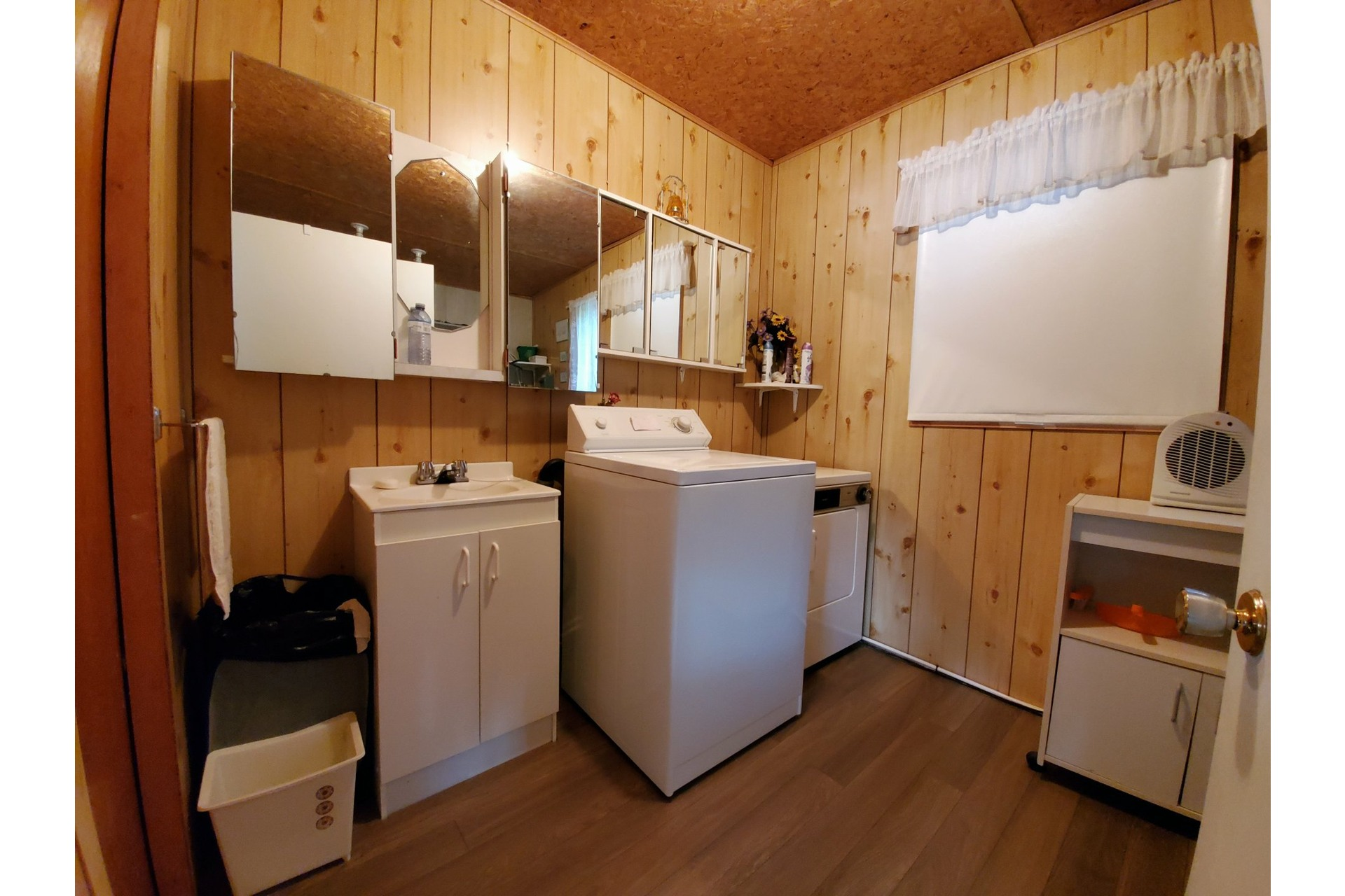 image 12 - House For sale Saint-Tite - 4 rooms