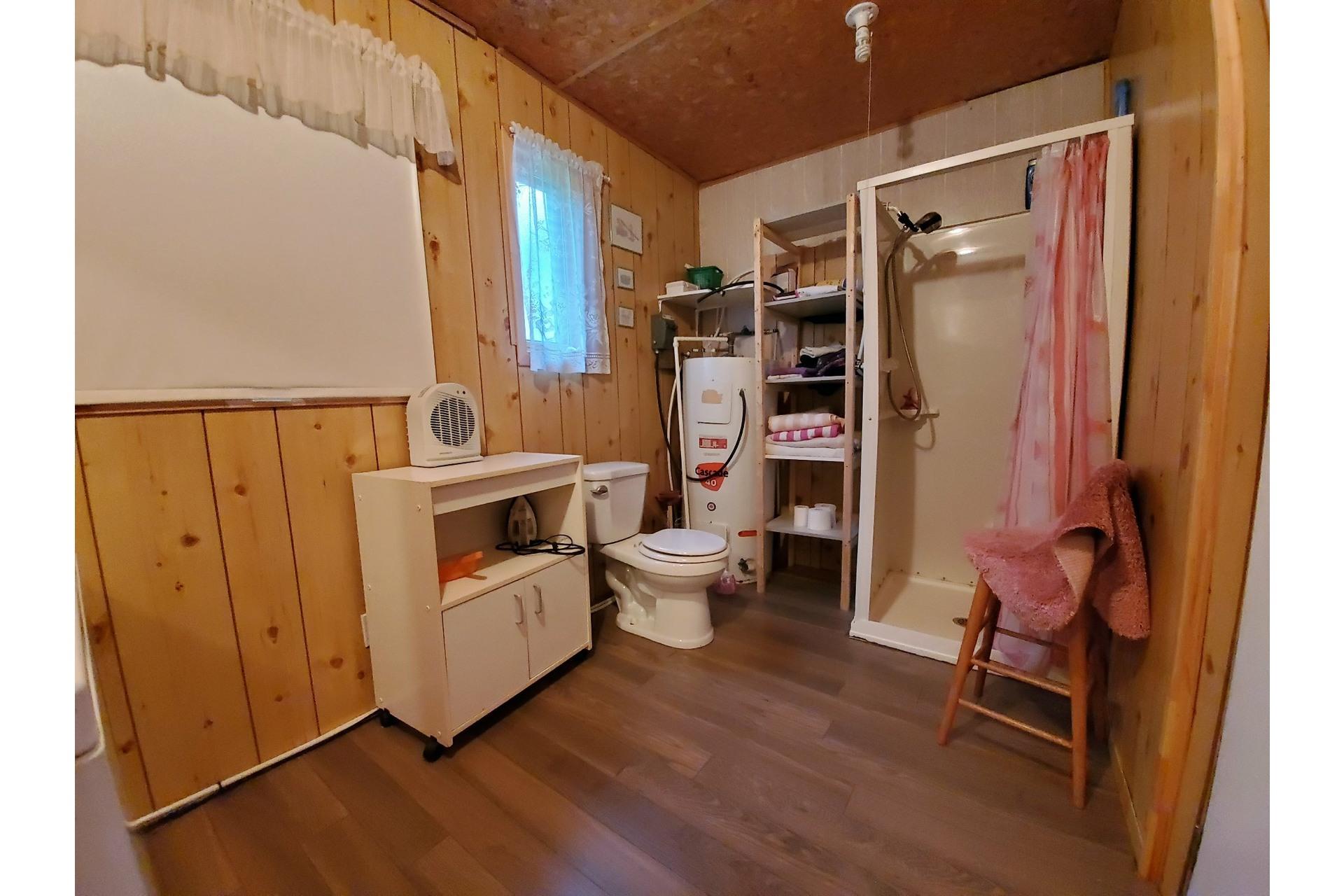 image 13 - House For sale Saint-Tite - 4 rooms