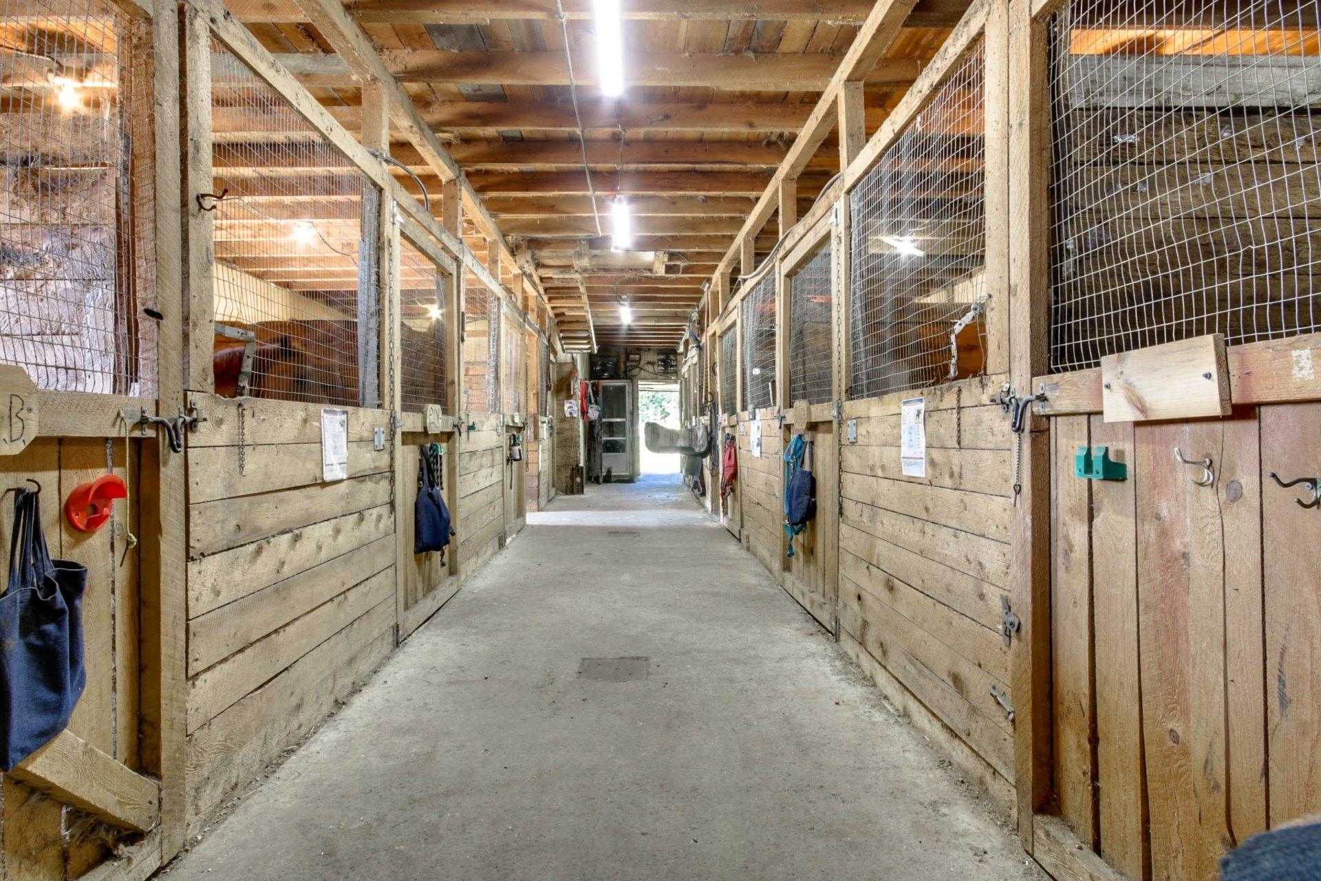 image 5 - Farmhouse For sale Saint-Étienne-des-Grès - 6 rooms