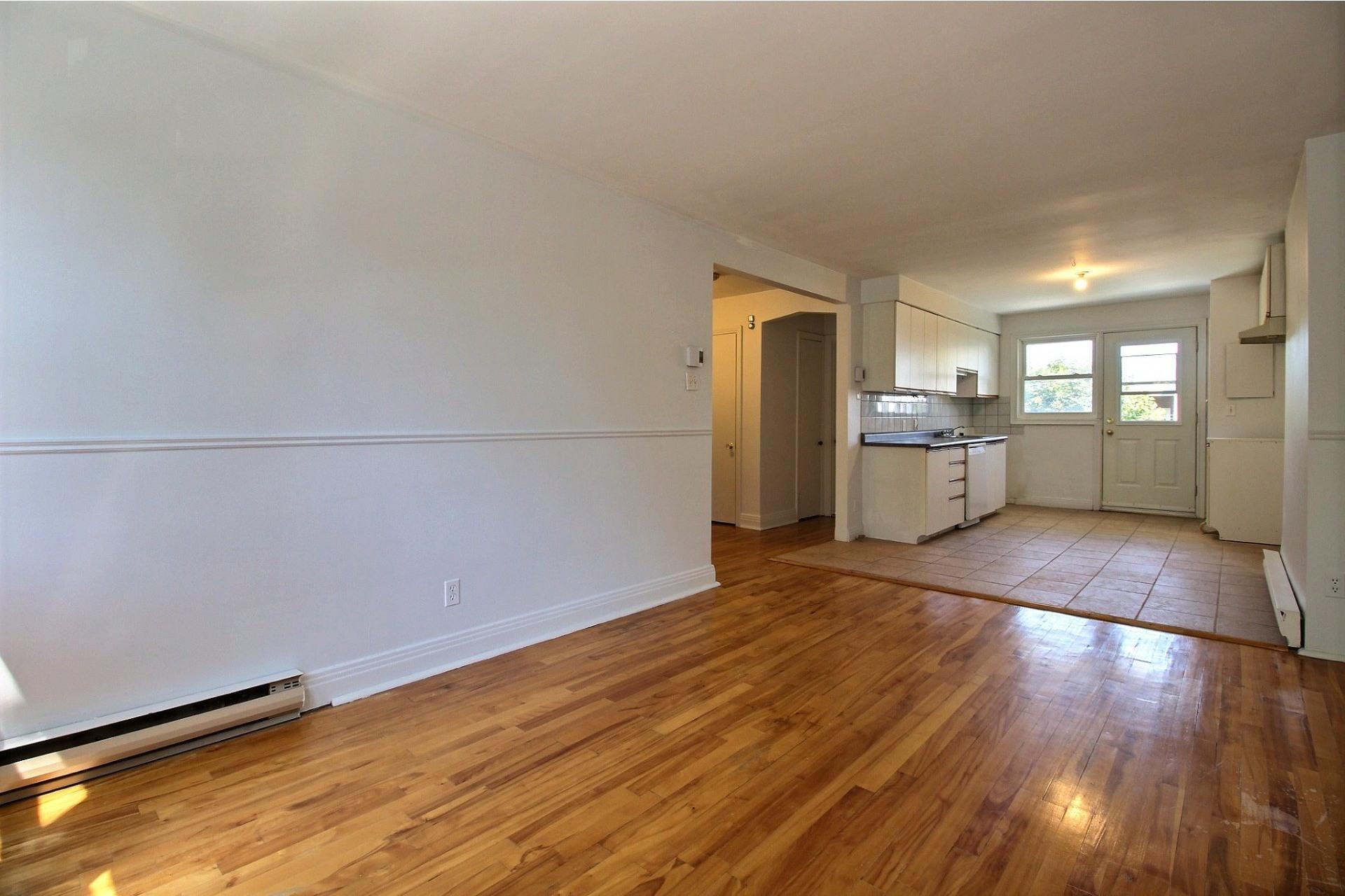image 2 - Apartment For rent Rosemont/La Petite-Patrie Montréal  - 5 rooms