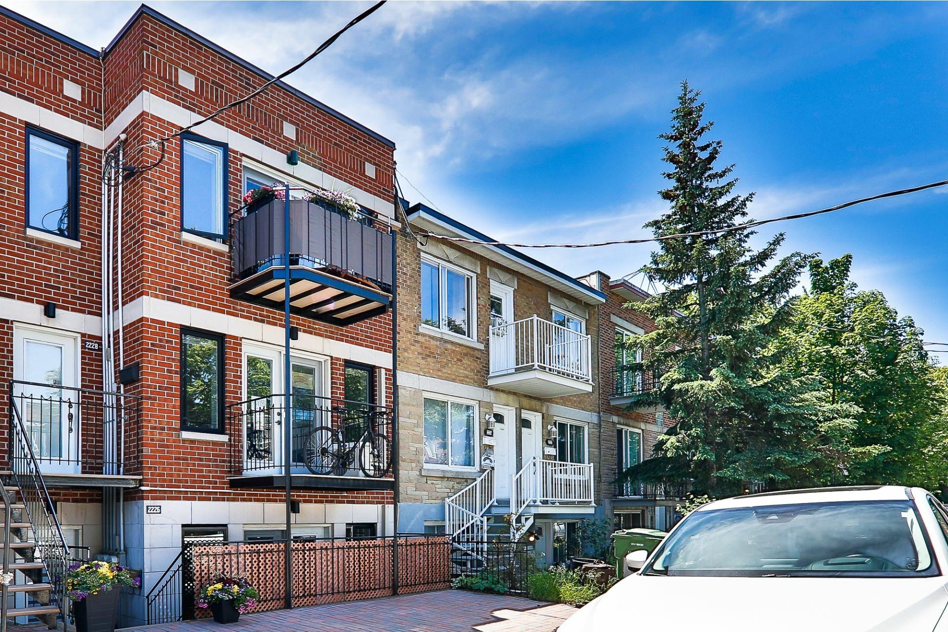 image 0 - Apartment For sale Villeray/Saint-Michel/Parc-Extension Montréal  - 6 rooms